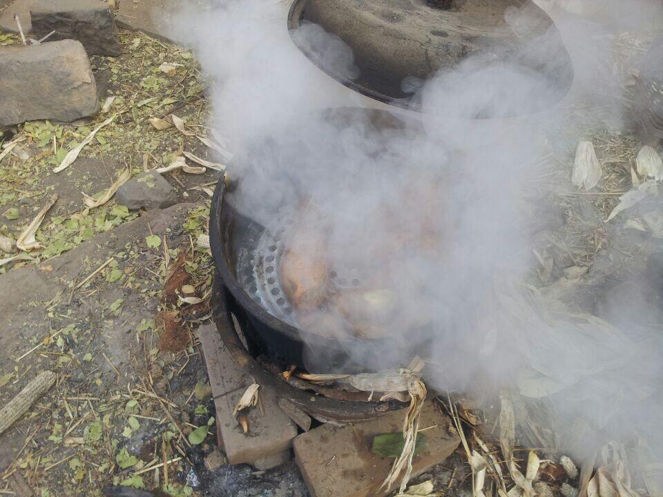 老李自己煮的红薯,一天或两天的饭或……